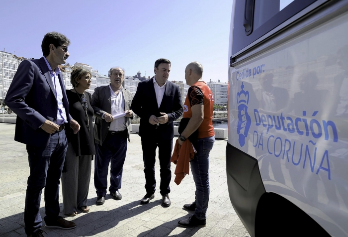 The Deputation of the Coruña invests 200.000 euros in the acquisition of vans for seven clubs of row and canoeing, among them Dumbría canoeing.